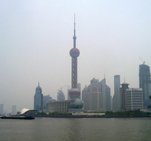 外灘 (BUND) から眺める浦東の高層ビル群