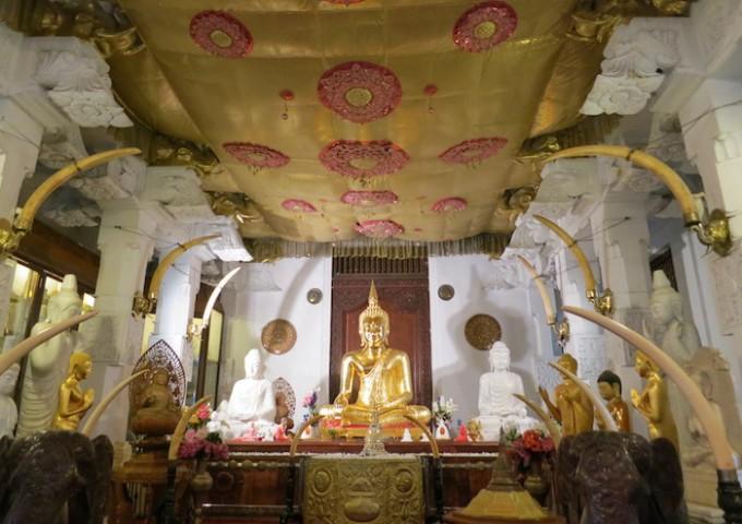 各国から納められた仏像
