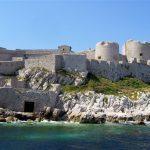 マルセイユ — イフ島と海辺のランチ