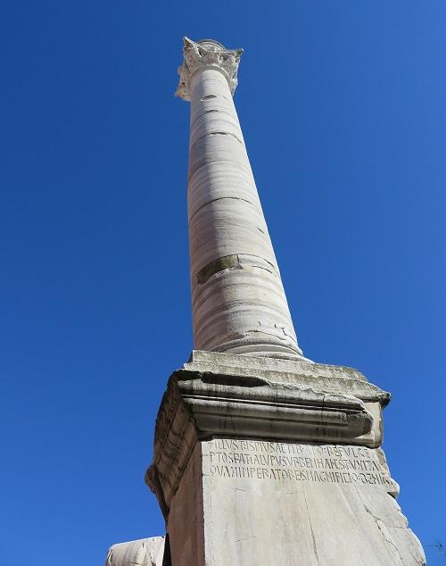 アッピア街道の終点だった場所に建つローマ時代の円柱