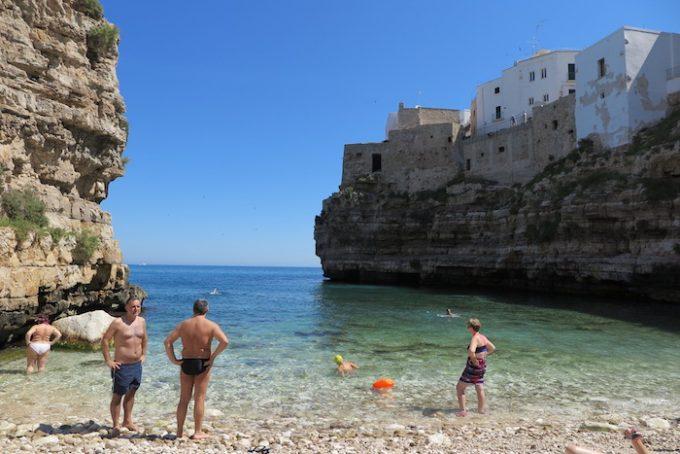 ラマ・モナキーレの入江にあるカラ・ポルト海岸 (Spiaggia Cala Porto)